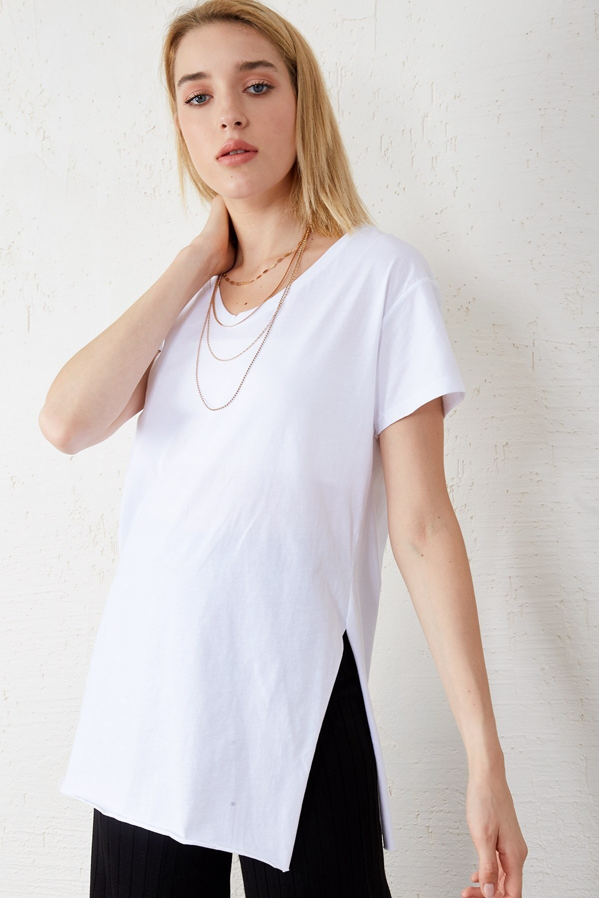 Eka Kadın Siyah - Beyaz 2'li Paket V Yaka Kısa Kol Yırtmaçlı T-shirt 2