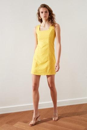 TRENDYOLMİLLA Sarı Brodeli Elbise TWOSS21EL1968