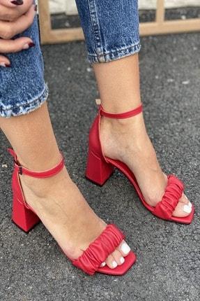 İnan Ayakkabı Kadın Kırmızı Detaylı Bant Bilekten Tokalı Topuklu Ayakkabı