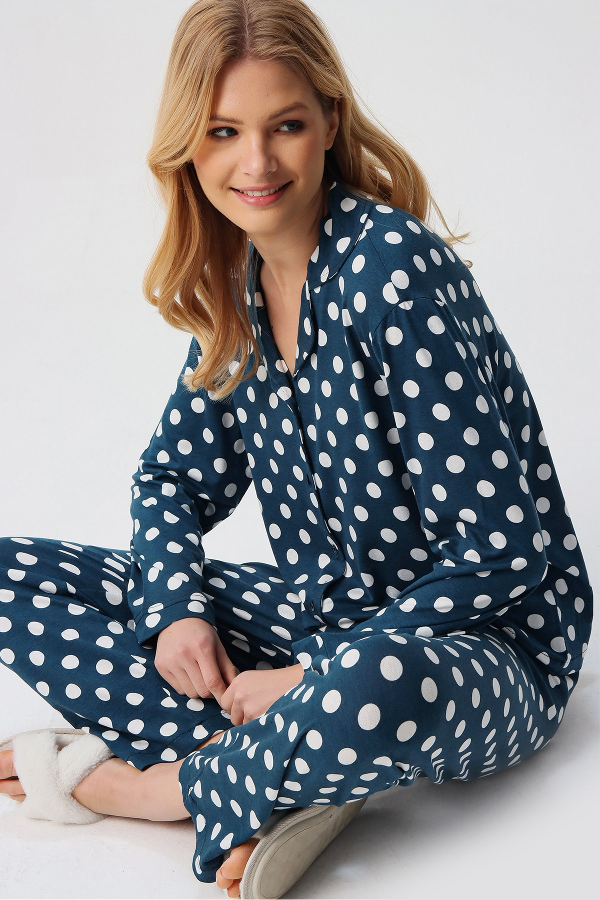 Trend Alaçatı Stili Kadın Petrol Gömlek Yaka Puantiyeli Pijama Takım ALC-X5343 1