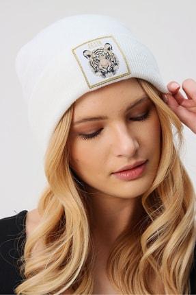 Trend Alaçatı Stili Kadın Beyaz Tıger Nakışlı Bere ALC-A2059