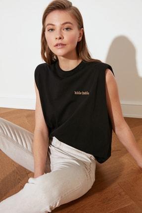 TRENDYOLMİLLA Siyah Nakışlı Vatkalı Basic Örme T-Shirt TWOSS21TS0406