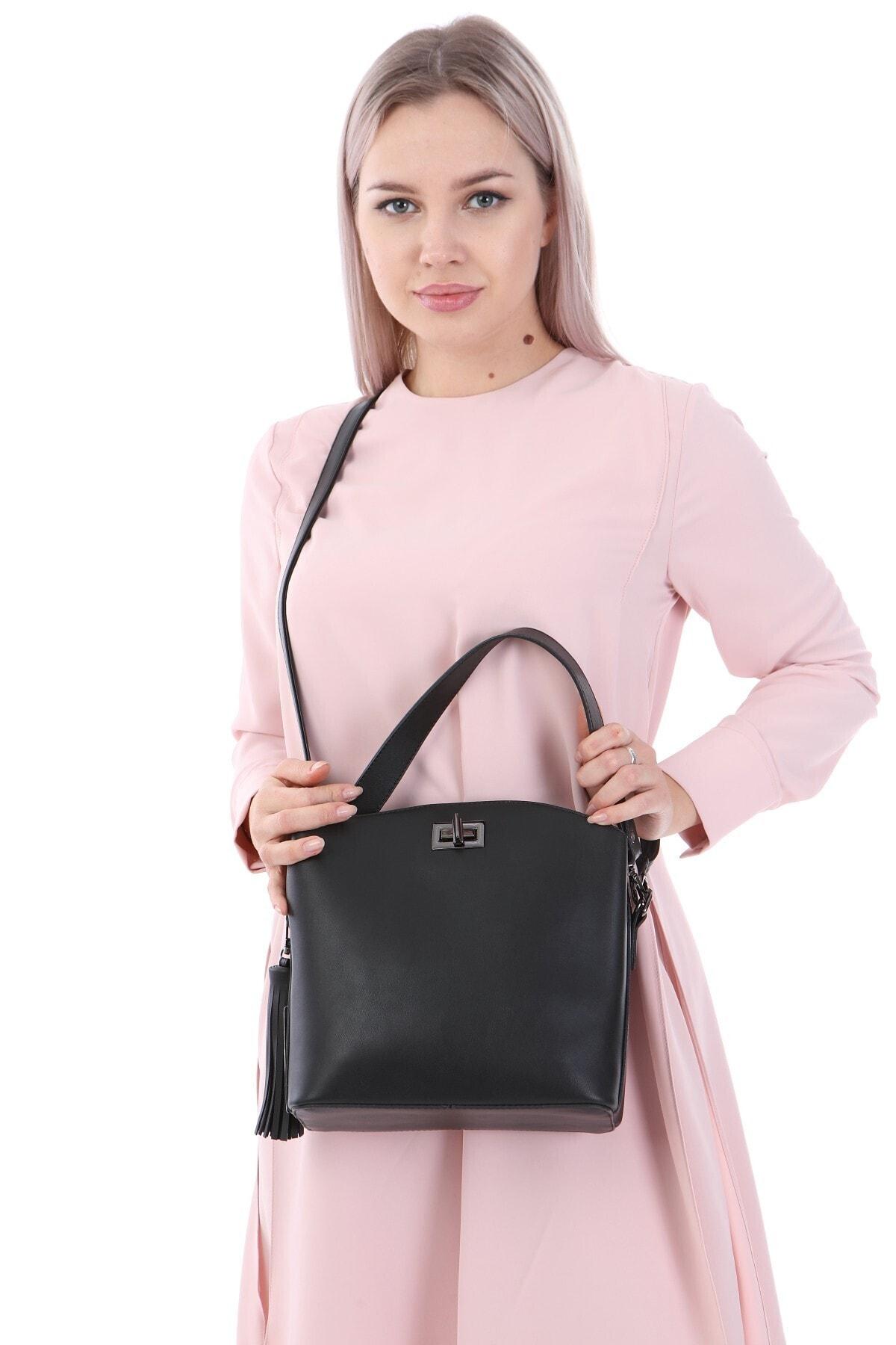 womenacs Kadın Siyah Renk Elde Ve Omuz Askılı Kullanılabilen Bol Gözlü Püskül Aksesuarlı Çanta 2