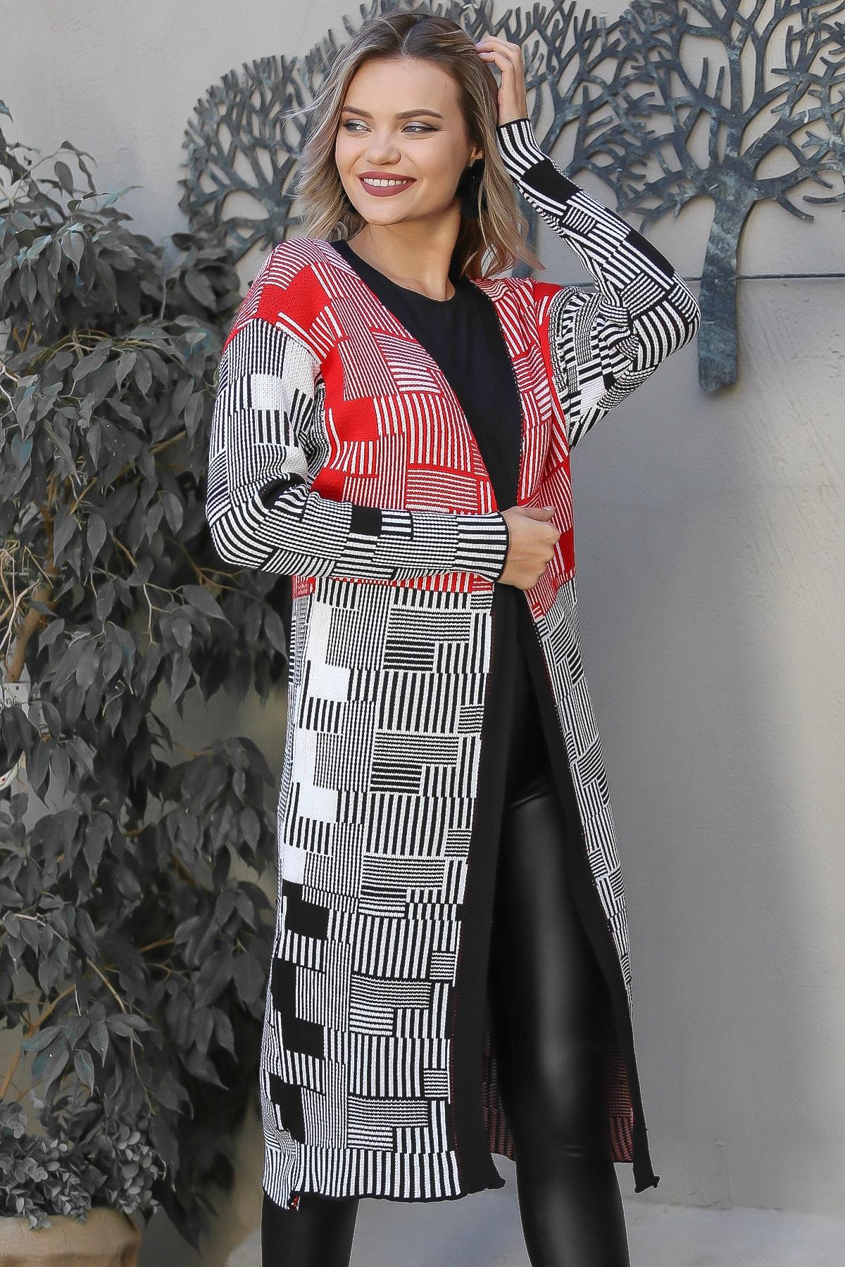 Chiccy Kadın Siyah-Beyaz Geometrik Desenli Salaş Uzun Triko Hırka M10010900HR99578