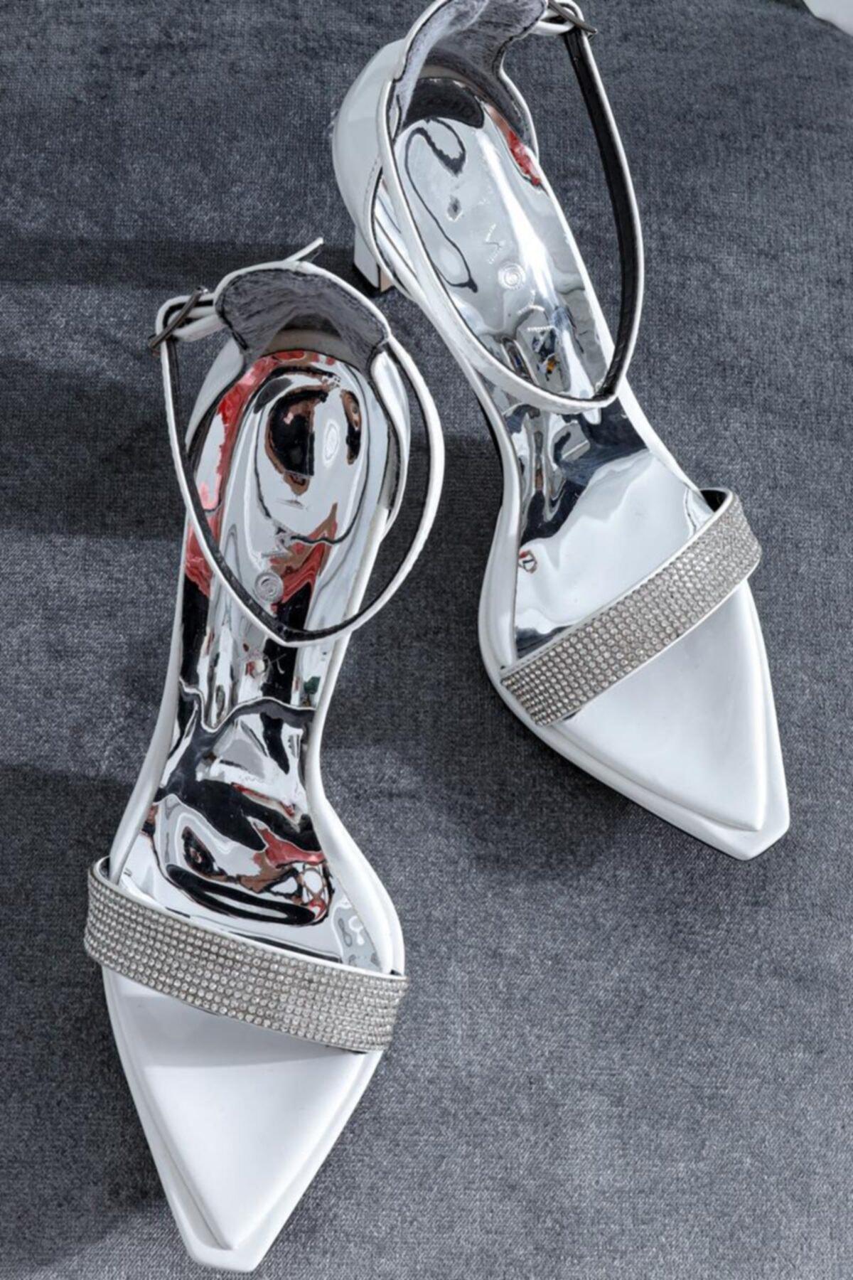 Limoya Kadın Beyaz Rugan Taş Detaylı Tek Bant İnce Topuklu Ayakkabı 1