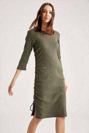 DeFacto Büzgülü Yarım Kollu Yırtmaç Detaylı Örme Elbise