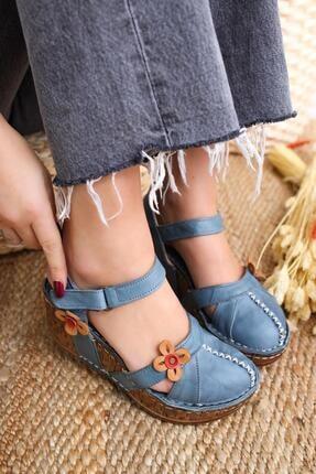 Limoya Kadın Lacivert Hakiki Deri Çiçek Detaylı Burnu Kapalı Dolgu Topuklu Sandalet
