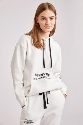 DeFacto Kadın Beyaz Baskılı Kanguru Cepli Kapüşonlu Sweatshirt