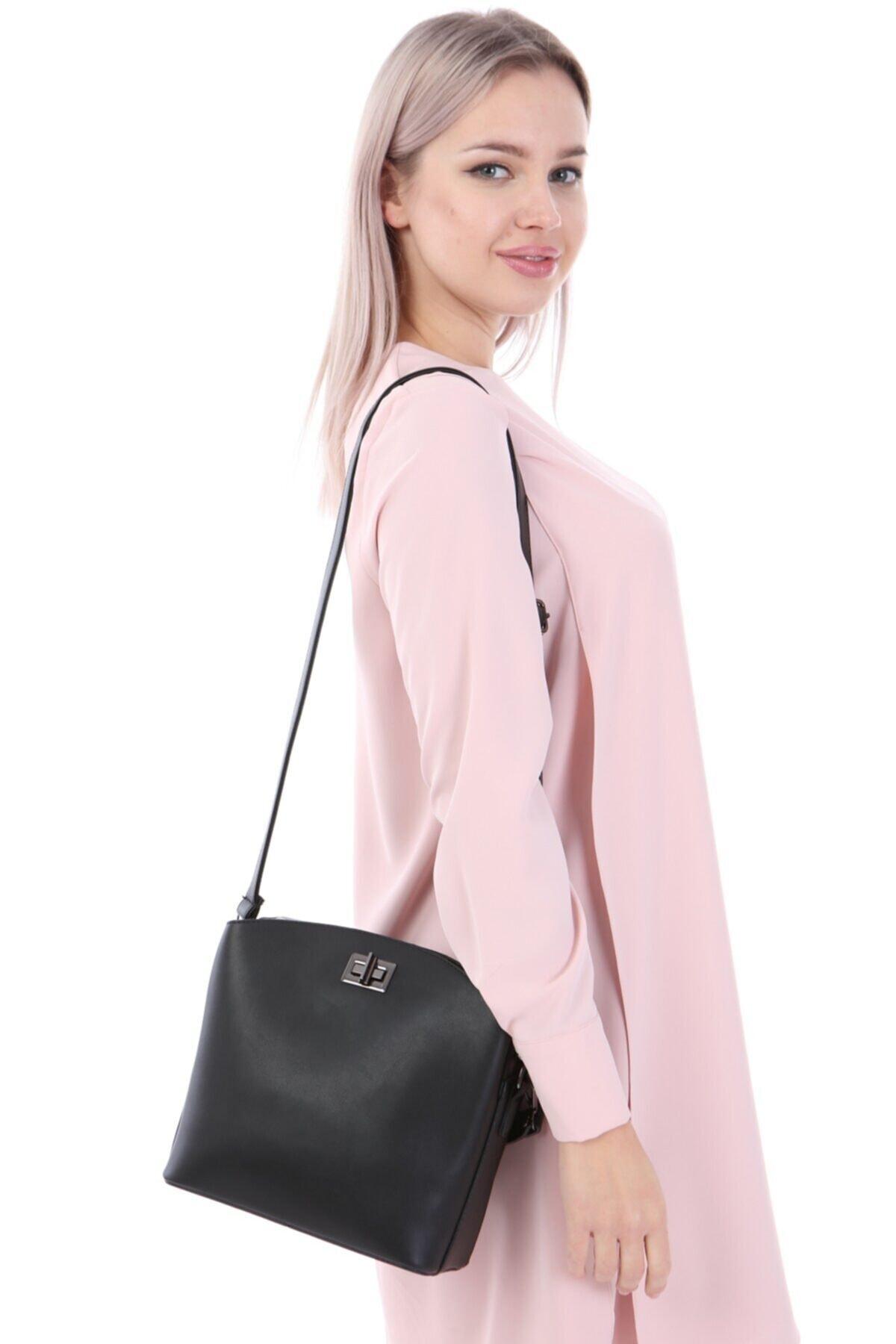 womenacs Kadın Siyah Renk Elde Ve Omuz Askılı Kullanılabilen Bol Gözlü Püskül Aksesuarlı Çanta 1