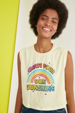 TRENDYOLMİLLA Sarı Baskılı  Örme T-Shirt TWOSS21TS2629