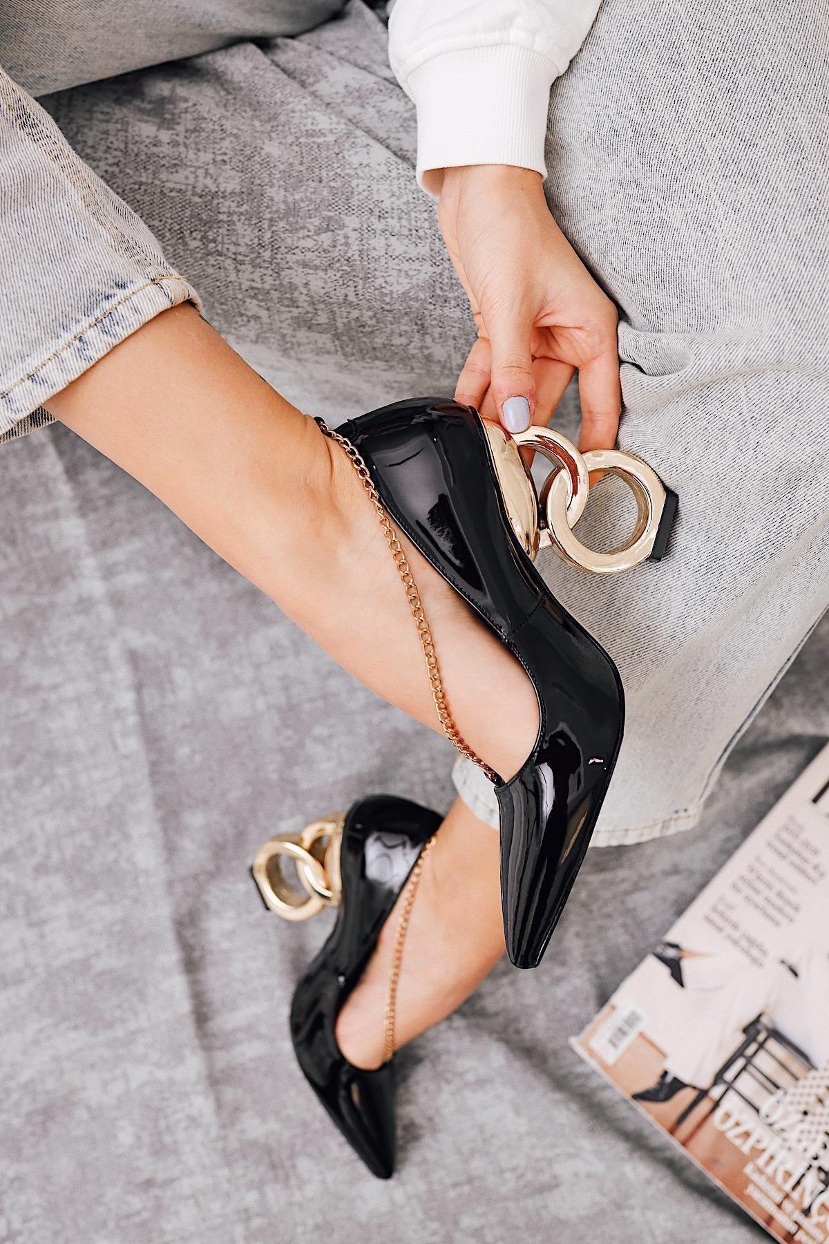 Limoya Elianna Siyah Kırışık Rugan Stiletto ( Zincir Detaylı ) 2