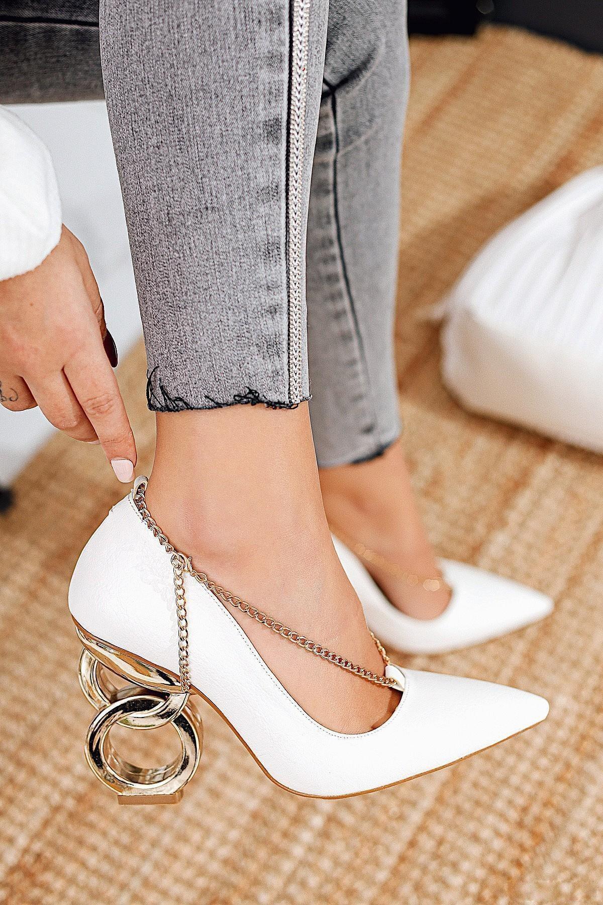 Limoya Elianna Beyaz Kırışık Rugan Stiletto ( Zincir Detaylı ) 1