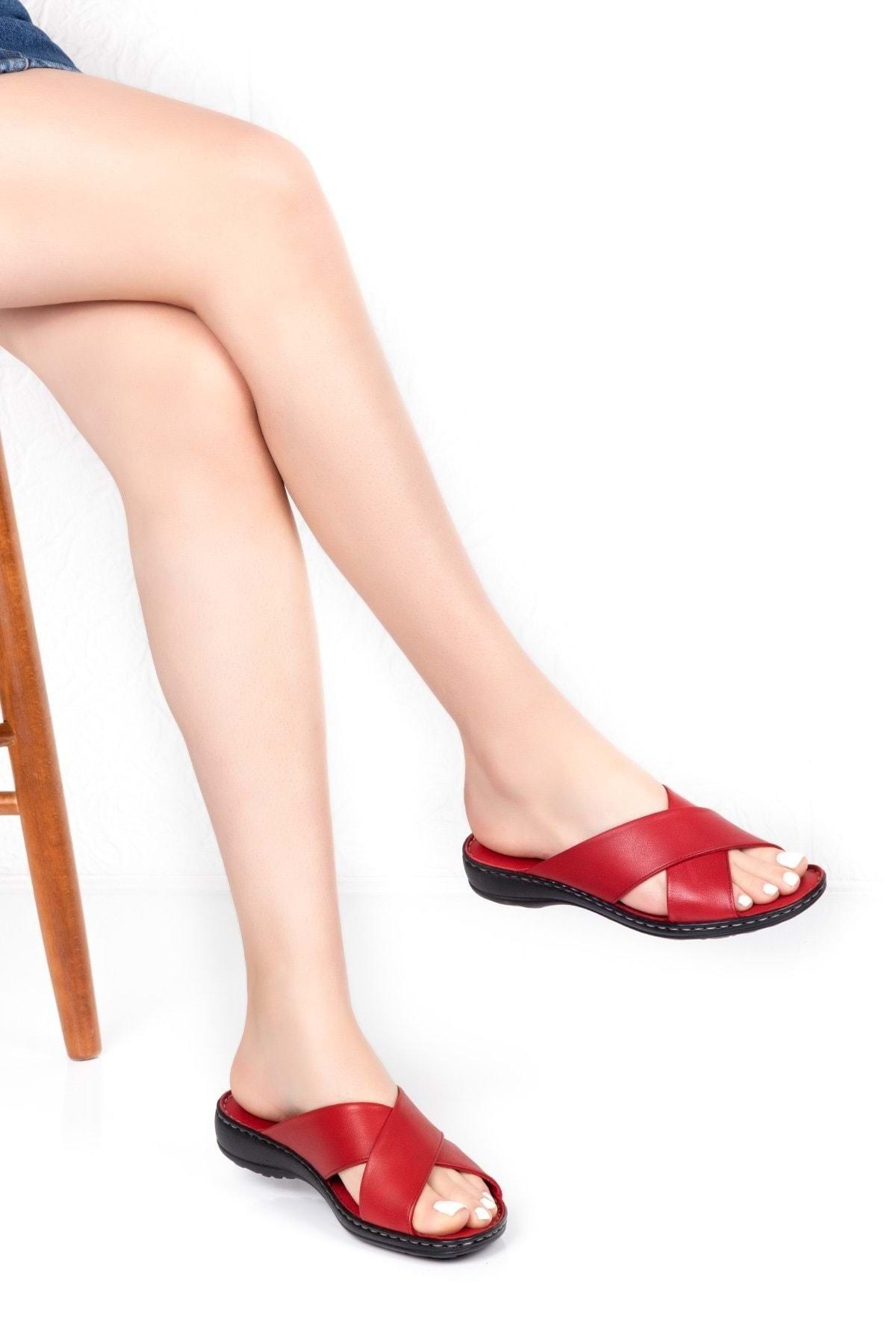 Gondol Kadın Kırmızı Hakiki Deri Ortopedik Taban Terlik Iz.023 1