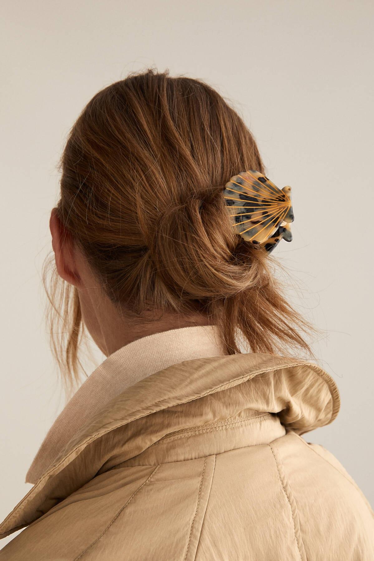 Oysho Kadın Bej Kaplumbağa Kabuğu Desenli Deniz Kabuğu Toka