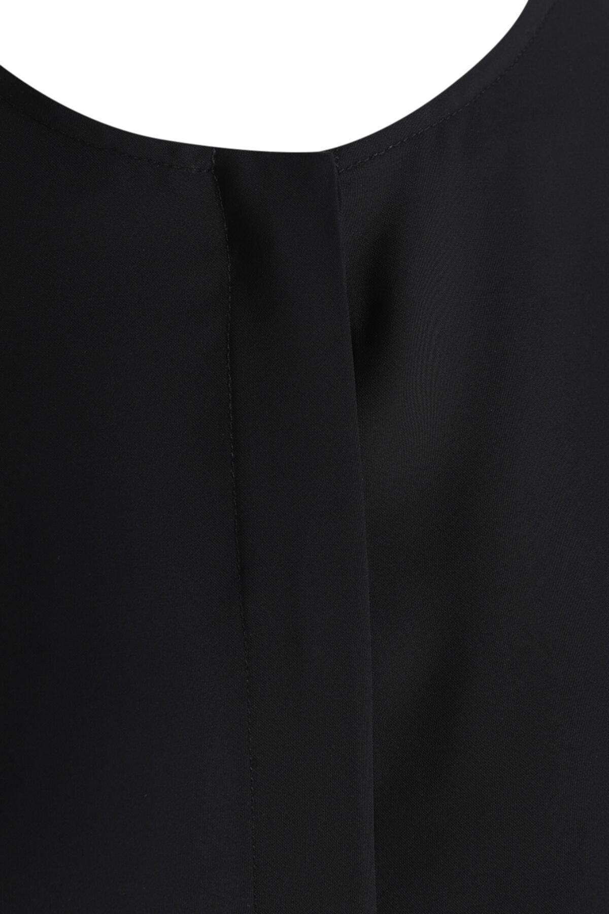 W Collection Kadın Siyah Kolları Yırtmaçlı Bluz 2