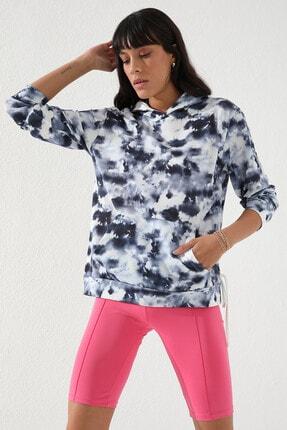 Tommy Life Indigo Kadın Karışık Batik Desenli Kanguru Cep Rahat Form Kapüşonlu Sweatshirt-97130