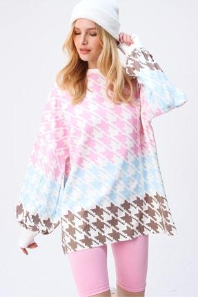 Trend Alaçatı Stili Kadın Pembe Digital Baskılı Oversize Sweatshırt MDA-1086