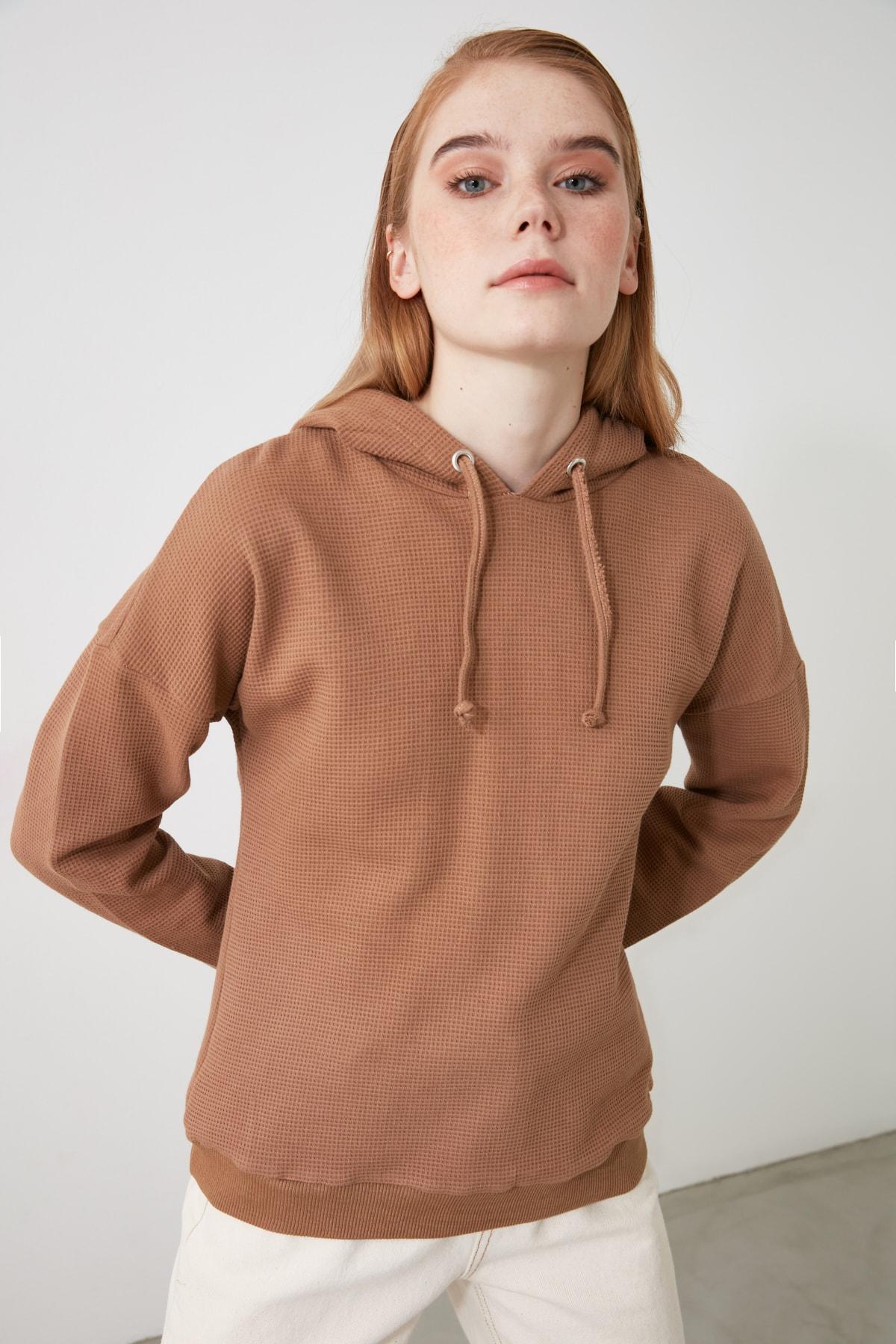 TRENDYOLMİLLA Camel Kapüşonlu Örme Sweatshirt TWOAW21SW1615 1