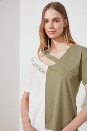 TRENDYOLMİLLA Çok Renkli Renk Bloklu Cut Out Detaylı BasicÖrme T-Shirt TWOSS20TS0048