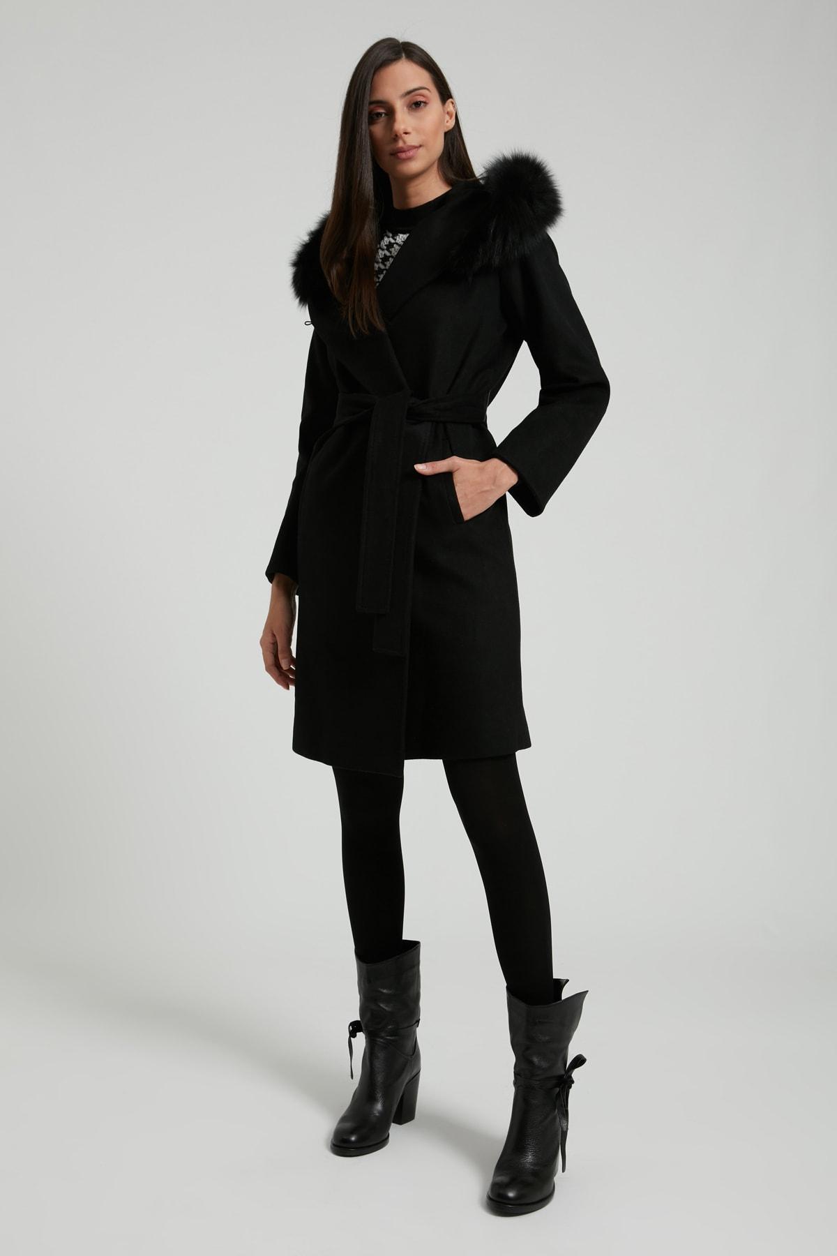 UTOPIAN Kadın Siyah Kapüşonlu Punto Dikişli Kürklü Kaban 1