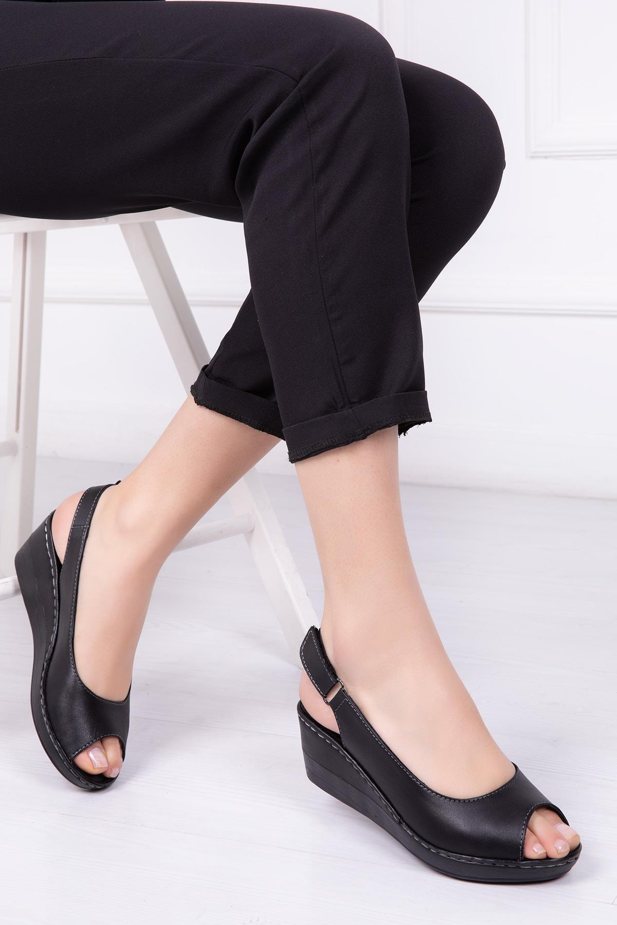 Deripabuc Hakiki Deri Siyah Kadın Dolgu Topuklu Deri Sandalet Crz-0402 1