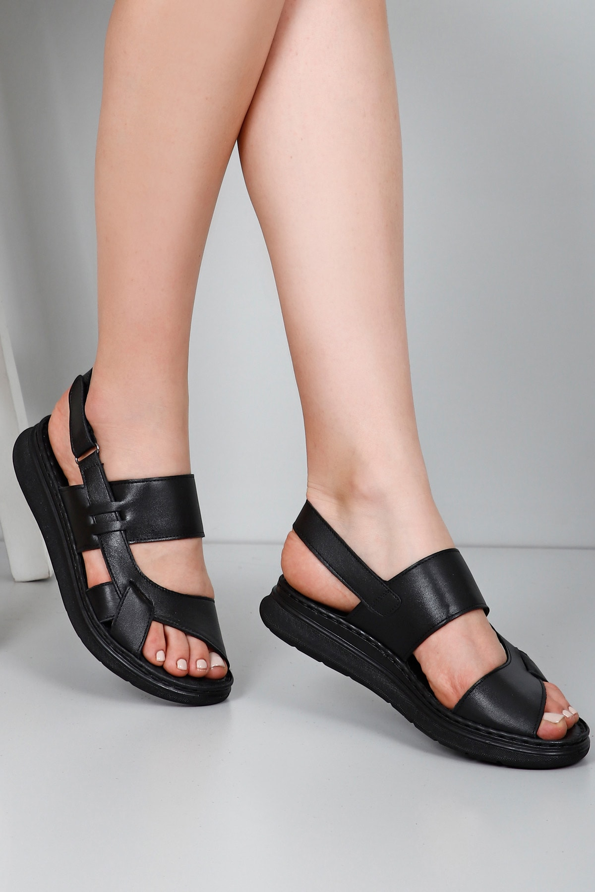 GÖNDERİ(R) Hakiki Deri Siyah Kadın Sandalet 45153 1