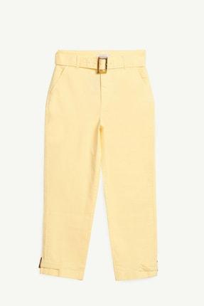 Yargıcı Kadın Açık Sarı Paça Detaylı Kemerli Pantolon 1YKPN3113X