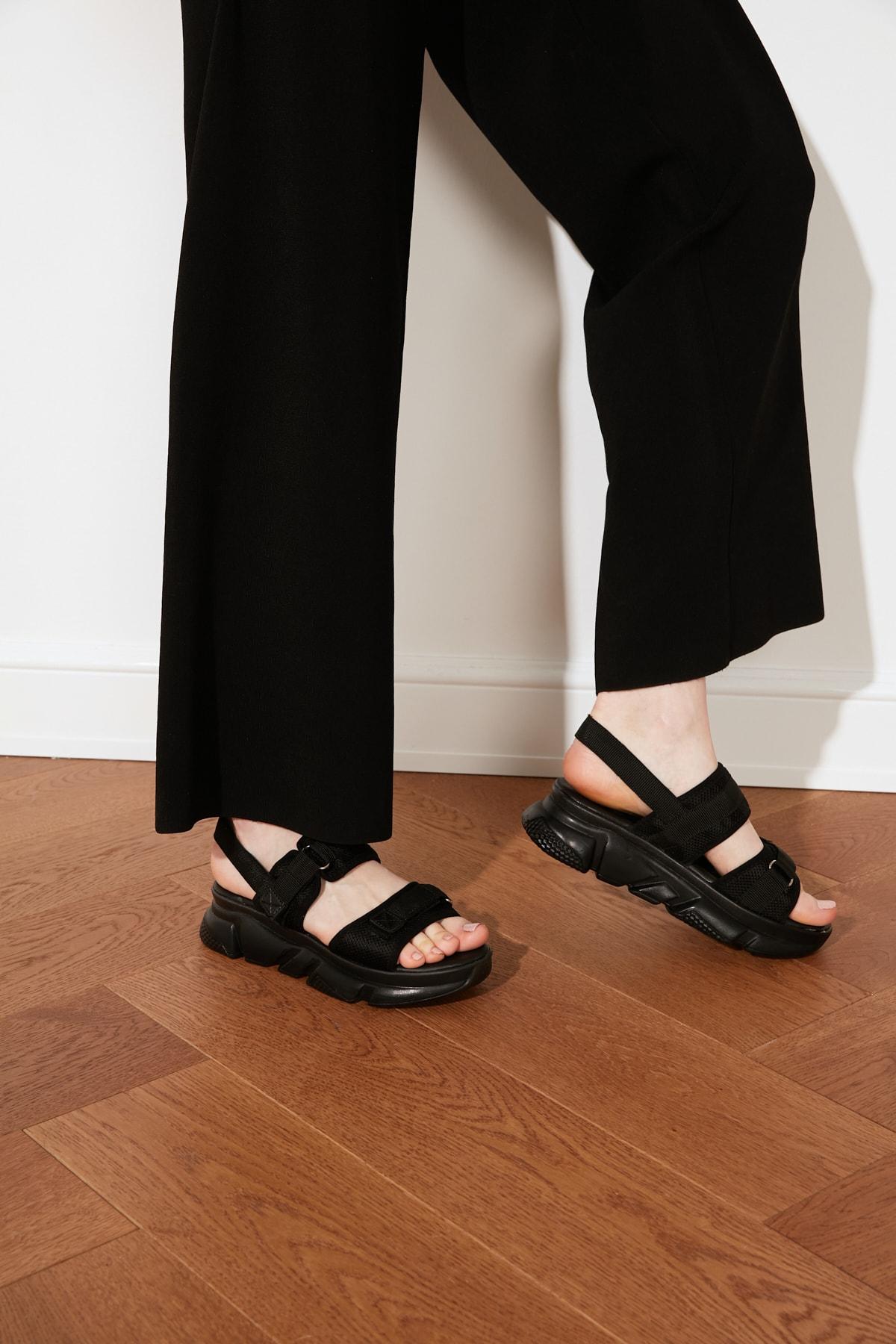 TRENDYOLMİLLA Siyah Kadın Sandalet TAKSS21SD0024 1