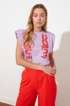 TRENDYOLMİLLA Lila Baskılı Vatkalı Basic Örme T-Shirt TWOSS21TS1770