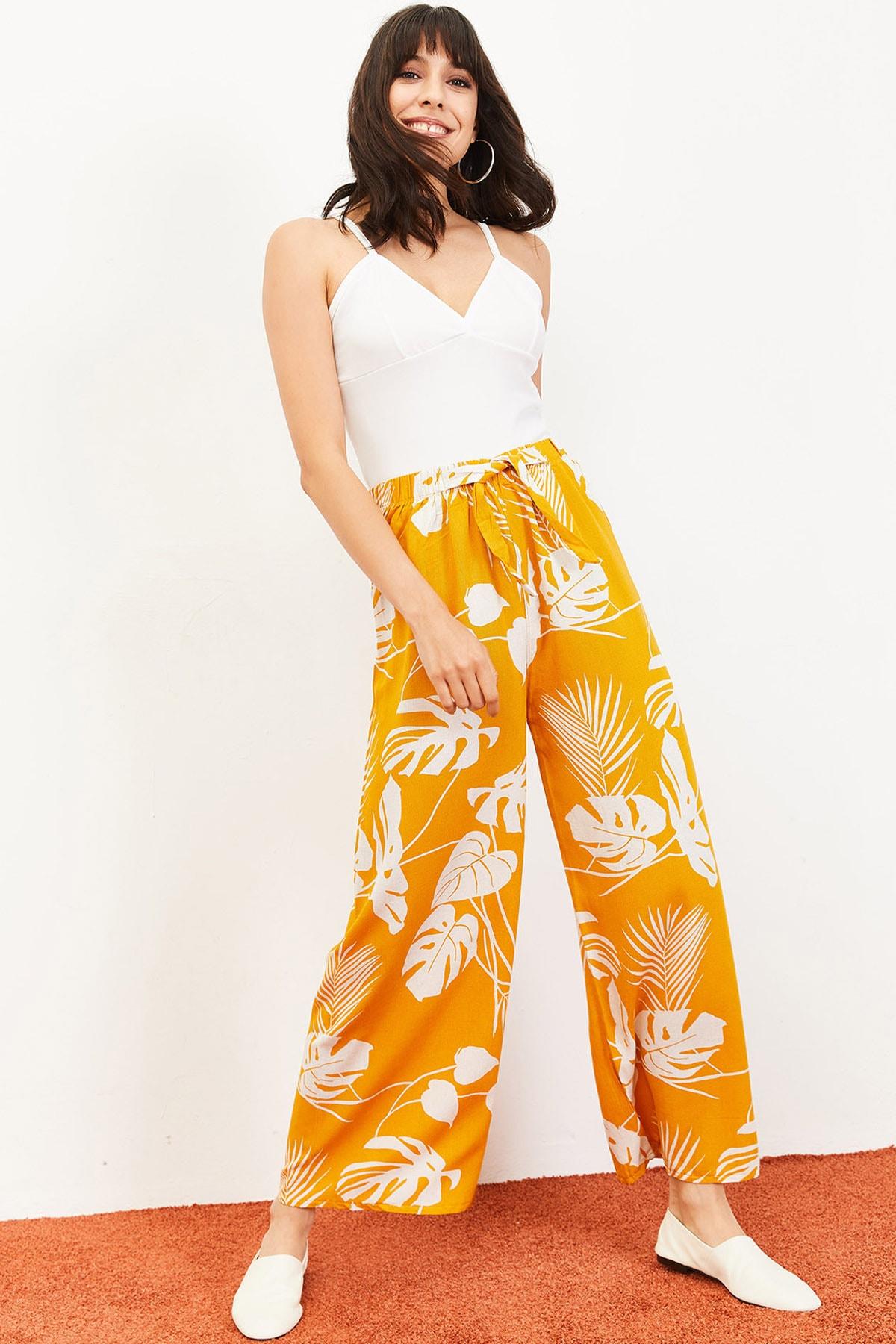 Bianco Lucci Kadın Büyük Çiçek Desen Beli Lastikli Kuşaklı Bol Paça Pantolon Hardal 10061054 1
