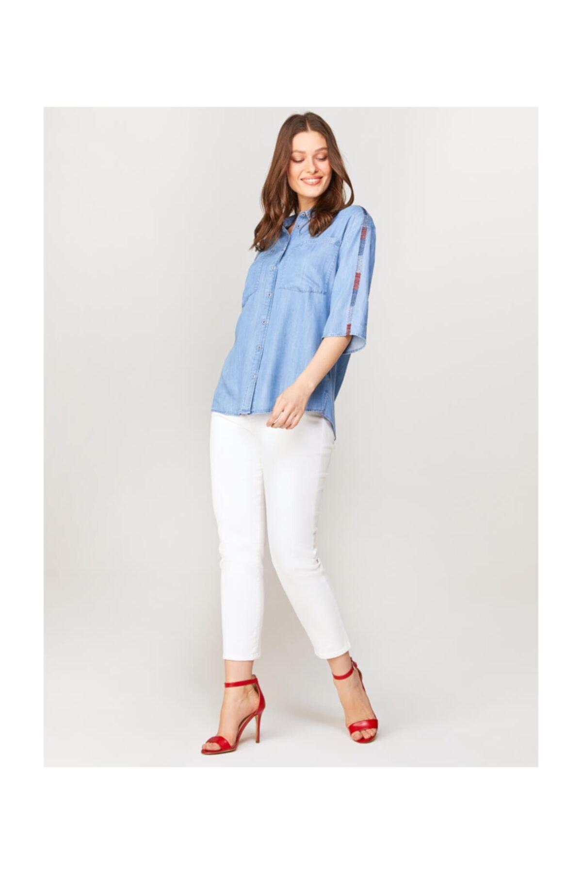 Faik Sönmez Kadın Mavi Omuzları Nakışlı Jean Gömlek 60467 2