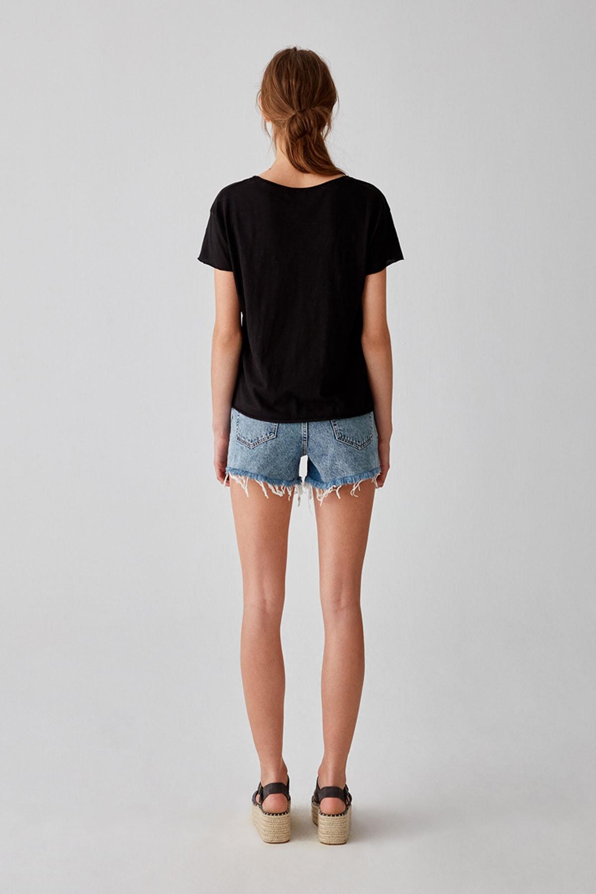 Pull & Bear Kadın Siyah Biyeli Dikişli Basic T-Shirt 05236307 2