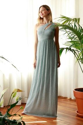 TRENDYOLMİLLA Gri Işıltılı Dekolte Detaylı Abiye & Mezuniyet Elbisesi TPRSS20AE0038