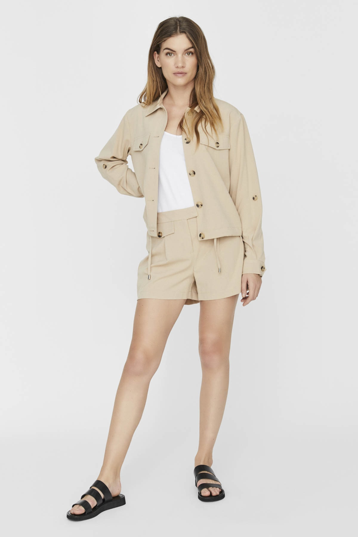 Vero Moda Kadın Bej Cep ve Düğme Detaylı Alttan Büzülebilir Ceket 10230717 VMOFELIA 1