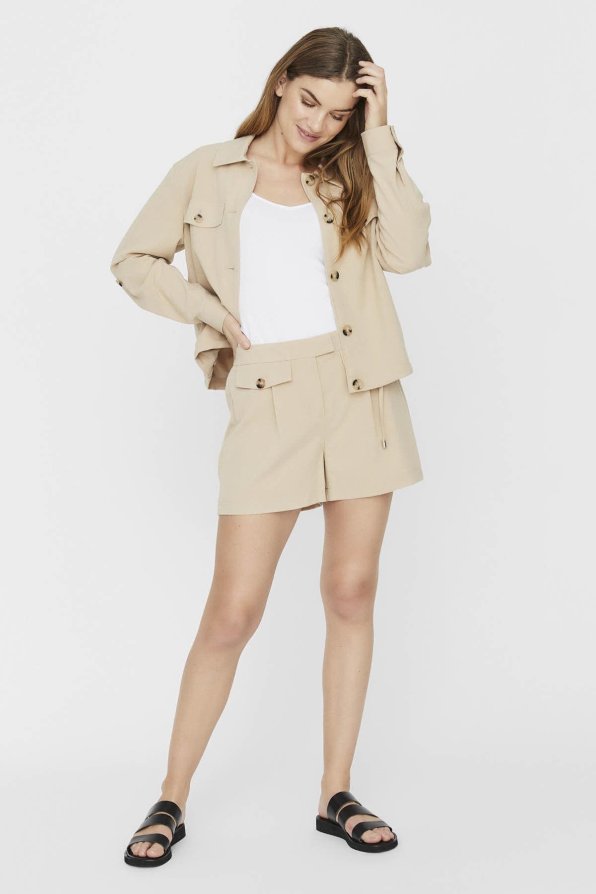 Vero Moda Kadın Bej Düğme Detaylı Safari Stil Kısa Şort 10230719 VMOFELIA 1