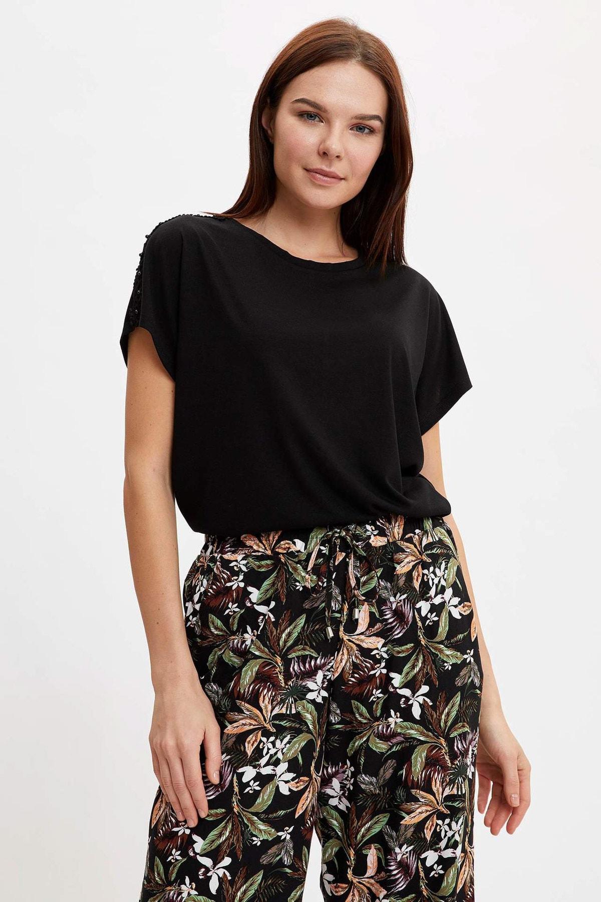 DeFacto Kadın Siyah Dantelli Yarasa Kollu T-Shirt N7932AZ.20SM.BK27 1