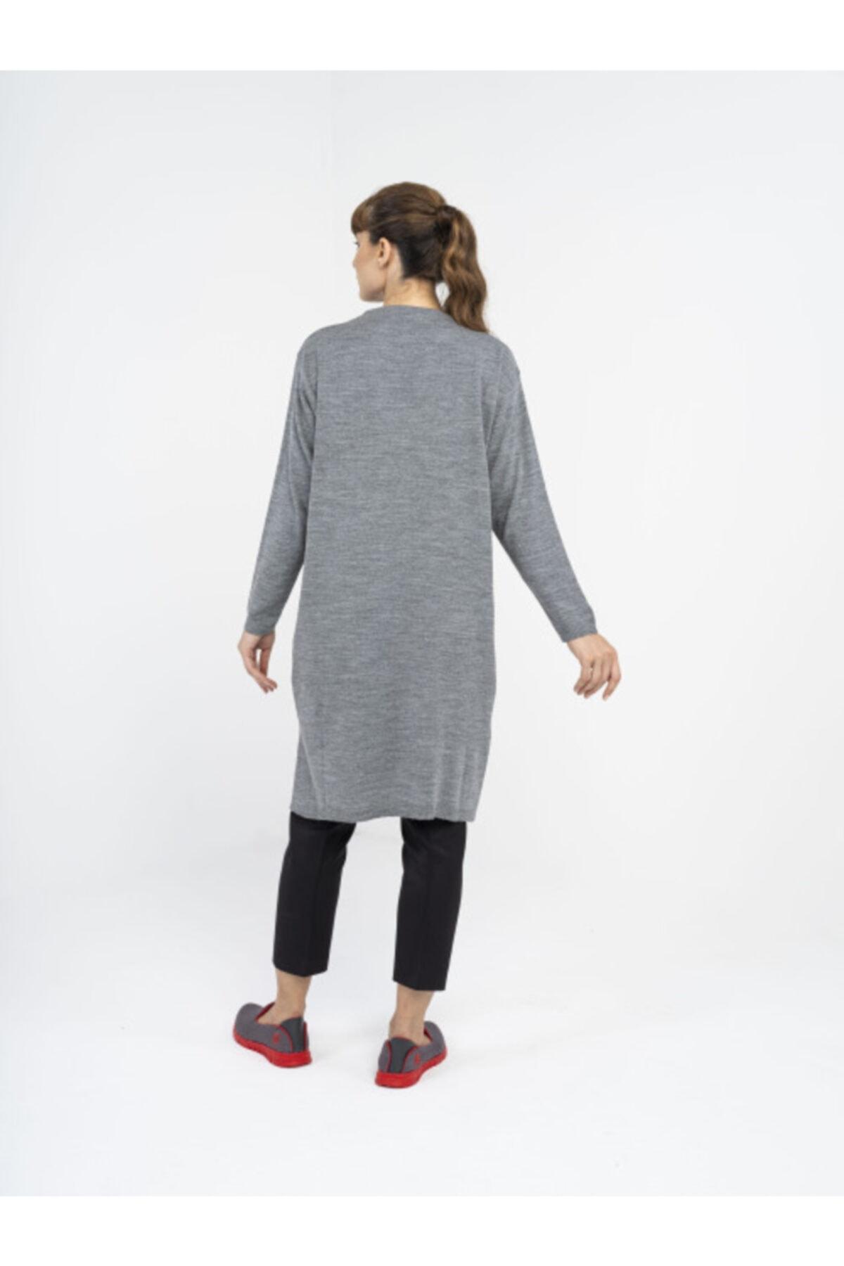 R4 Kadın Gri Horoz Motifli Triko Tunik 2