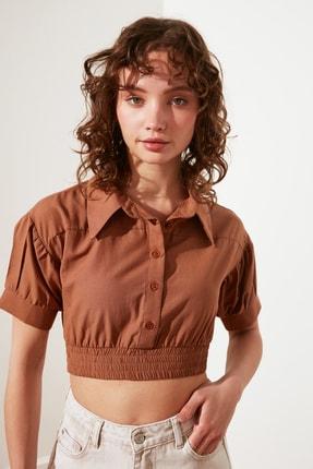 TRENDYOLMİLLA Kahverengi Petite Crop Gömlek TWOSS21GO0845