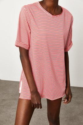 XENA Kadın Kırmızı Çizgili Yırtmaçlı Oversize T-Shirt 1KZK1-11638-04