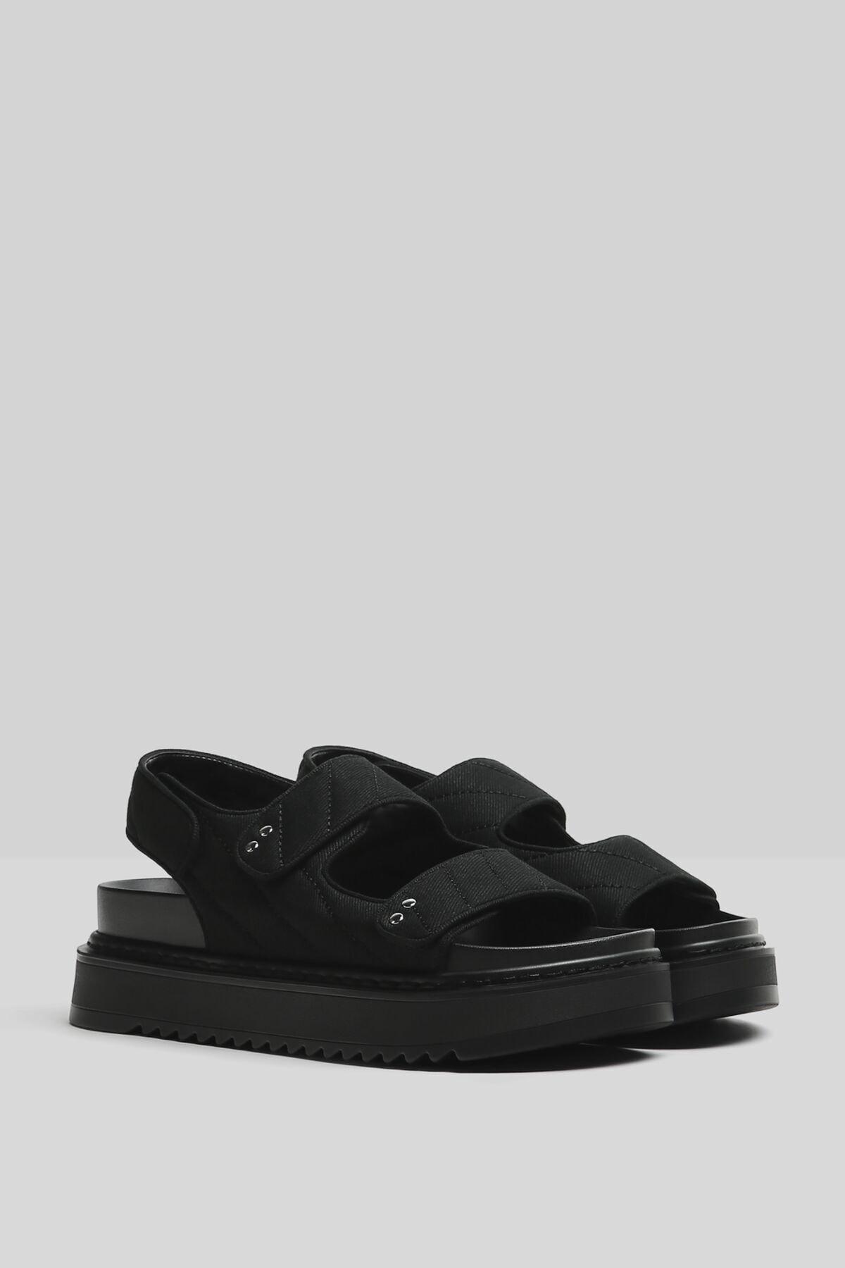 Bershka Kadın Siyah Üstü Dikişli Platform Sandalet 1