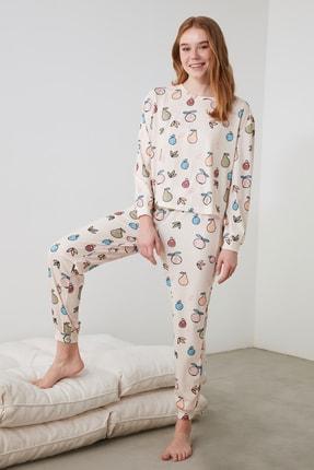 TRENDYOLMİLLA Meyve Baskılı Örme Pijama Takımı THMAW21PT1062