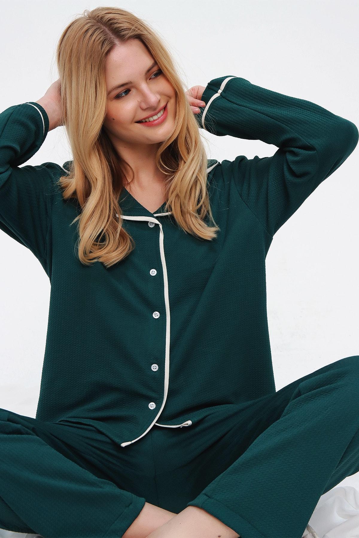 Trend Alaçatı Stili Kadın Ceviz Yeşili Desenli Gömlek Yaka Pijama Takım ALC-X5532 1