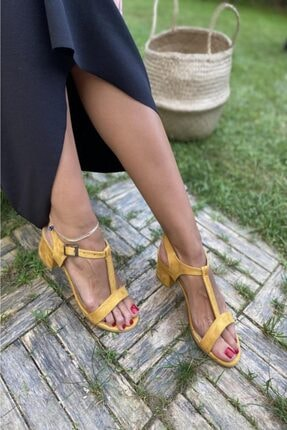 İnan Ayakkabı Bayan Tek Bant Üstteki Bilek Bantı Ile Ortadan Birleşen T.ayakkabı