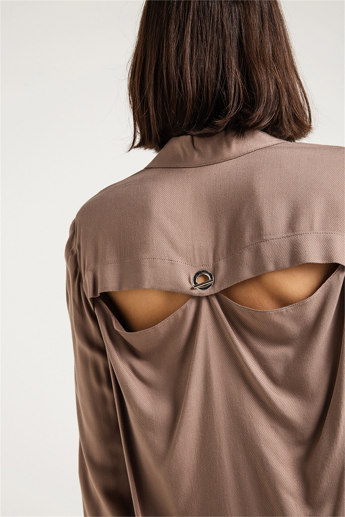 rue. Sırt Dekolteli Salaş Formlu Kadın Gömlek Vizon 2