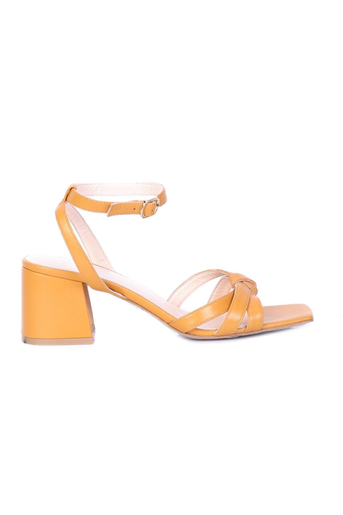 W Collection Kısa Topuklu Sandalet 2