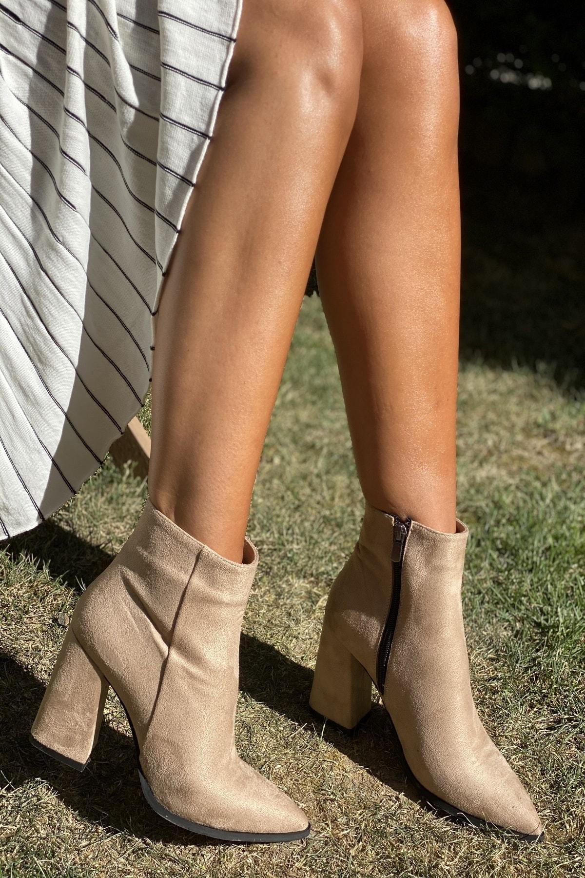 İnan Ayakkabı Bayan Sivri Burun Yandan Fermuarlı 9 Cm Topuklu Bot 2