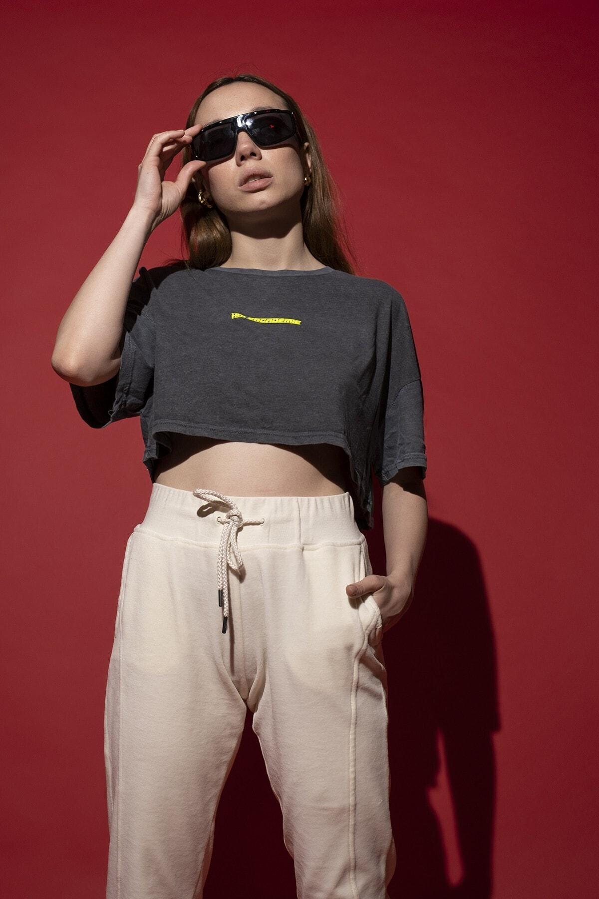 HOLEACADEMIE Crop Tshirt 1