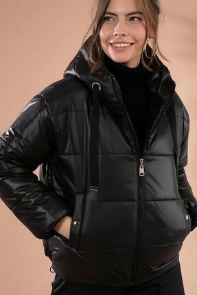 Y-London Kadın Siyah Kapşonlu Fermuarlı Şişme Mont Y20W110-7115