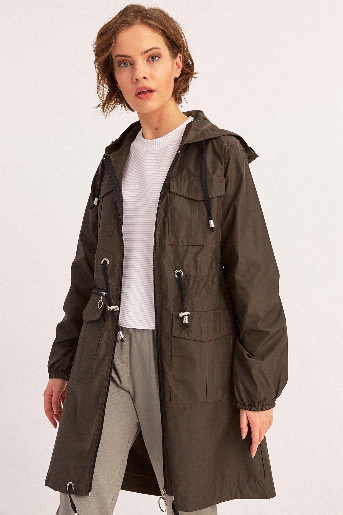 Fulla Moda Arkası Baskılı Kapüşonlu Yağmurluk 1