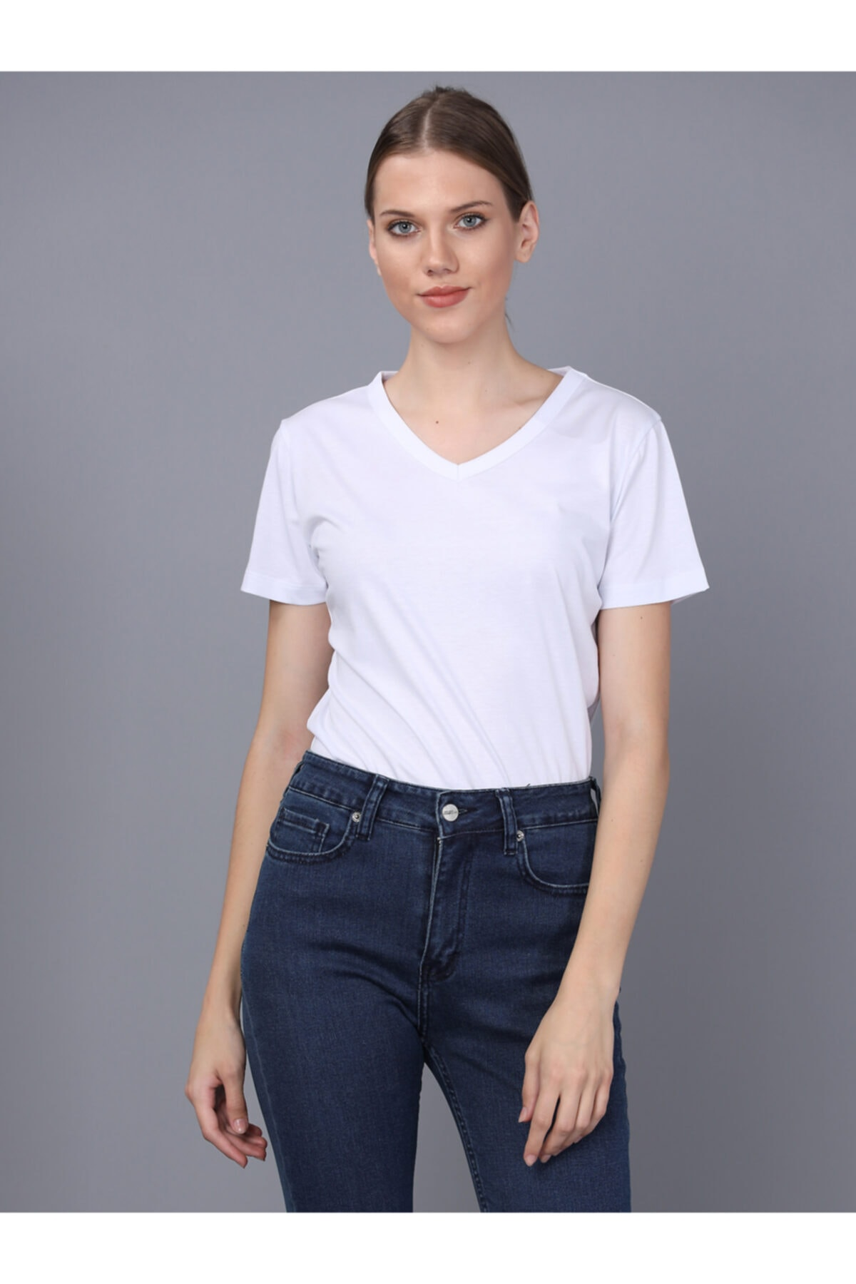 Basics&More Bayan V Yaka T-shirt 1